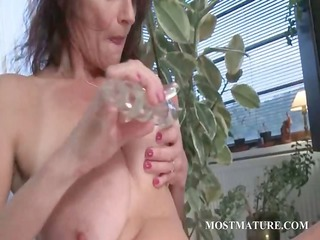 slutty cougar tasting and drilling dildo