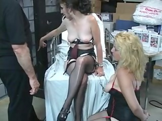 2 older harlots own up with the tongue every