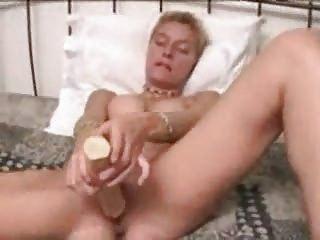 amateur small hair woman dildo masturbation solo