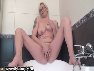 busty woman spreading and pleasing