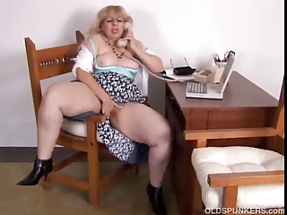 cougar bbw worships to talk filthy on the phone