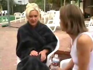 woman loves amateur girls act 3 mature dike
