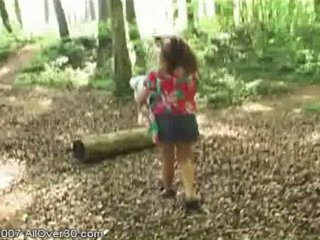 brunette american milf jilly playing open-air