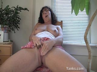 lynn, the mommy with hot super milk sacks