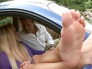 desperate babe enjoys legs obsess