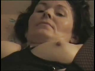 fresh cougar pleases to orgasm !