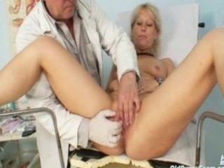 mature romana has elderly vagina gyno speculum
