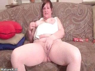 dirty plump housewive gets slutty rubbing part1