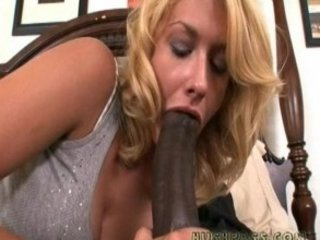 milf daphne enjoys a lengthy bonbon treat