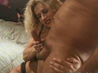 hottest mature babe did an erotic handjob