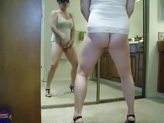 hei .. observe my sexy mum masturbating. stolen