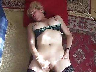 mature milf hand fucks her cave