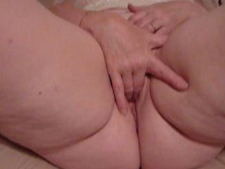 mature karen rubbing to orgasm