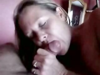 mature chick gives an experienced dick sucking
