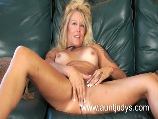 goldenhaired mother id enjoy to fuck chick yvette