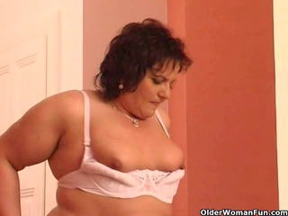 xxl elderly gang-bangs her elderly hole with a