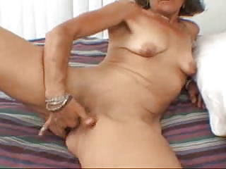 candi the milf pleases