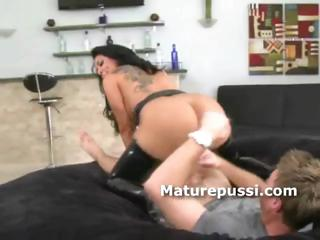 giant anal lady bouncing on amateur penis as