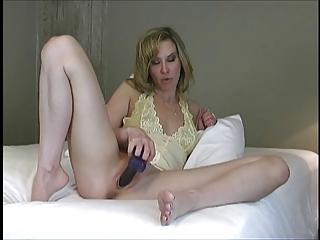 lady masterbates