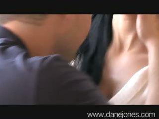 danejones a desperate cougar lady in need of bang