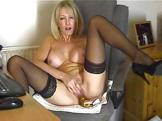 your mommy teases with super pussy for me !