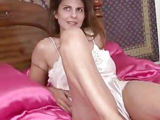 milf closeup gap masturbation
