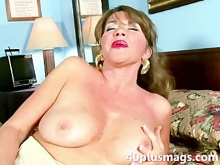 desperate alone housewife doing a solo