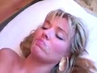 goo pie momma plays horny