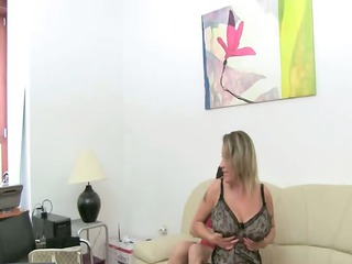 mature slut copulate on leather bed