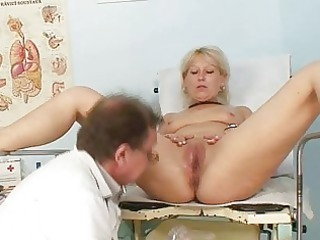 older romana gynochair kitty speculum examination