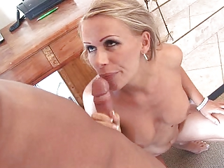 milfy blonde milf at house flaunting her ass