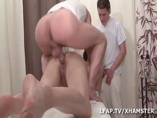 dual penetration vaginales pour cette cougar