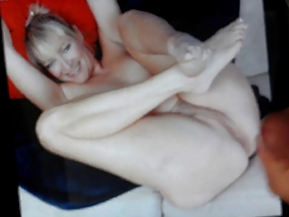 a cum tribute on the pussy of a milfgilf