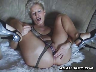 desperate inexperienced woman devices and licks