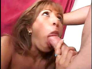 beautiful lady gets her pussy tasted and sucks