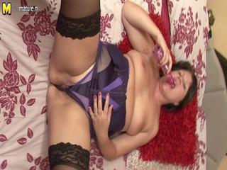 sweet plump british girl acquires her vagina juicy