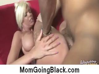 watching-my-mom-go-black-jordan-blue_clip6_01