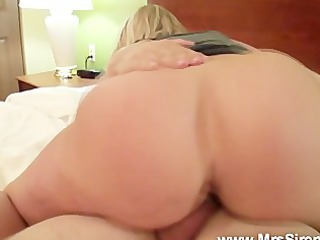 huge arse bouncing.. pawg