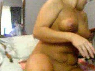 desperate mature babe pushing dildo on webcam