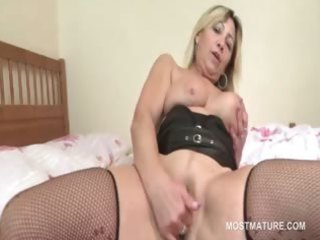 slutty pale cougar mouth banging fresh pecker