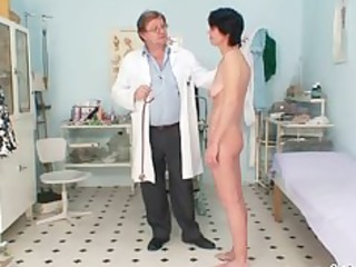 slim chick weird cave fingering by gyno medic