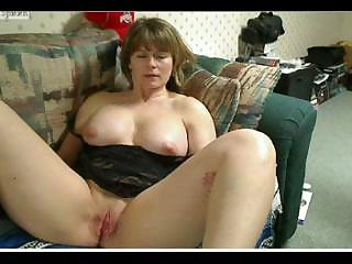 plump cougar woman mussing her juicy cunt and