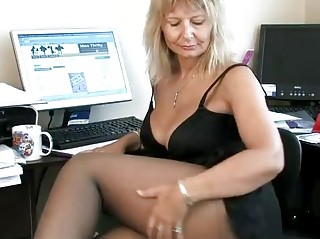 secretary maiden fisting her older kitty