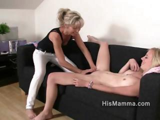 babe acquires seduced by grown-up lesbian who