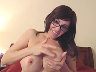 spraying her tits